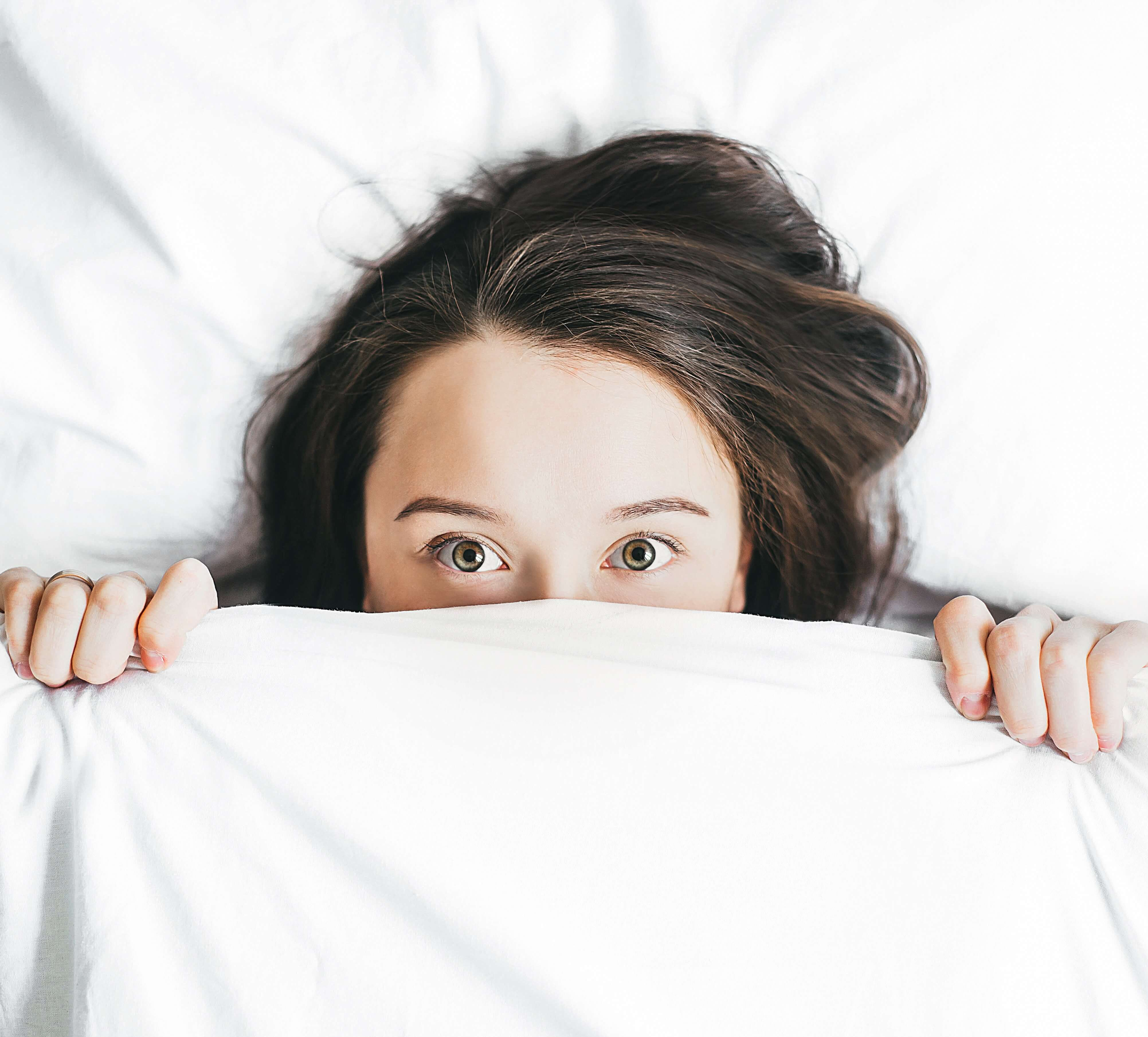 woman hiding under blanket valapariso